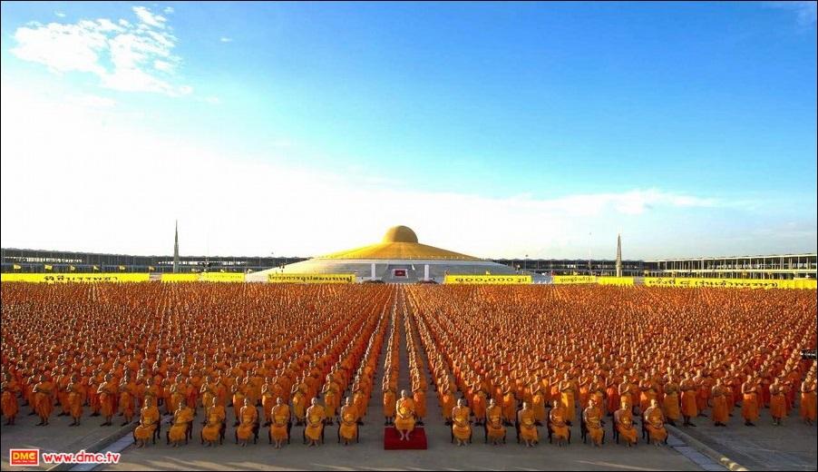 Ngôi đền Phật giáo Wat Phra Dhammakaya, Thái Lan. Ảnh khampoua